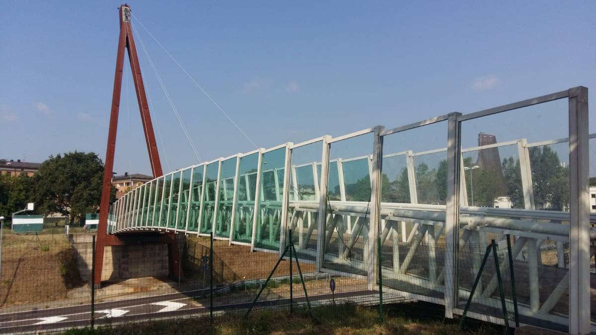 imola-ultimati-lavori-sostituzione-vetrate-ciclopedonale-costituzione